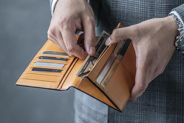 日本人の生活スタイルに合わせた「使い心地いい革財布」
